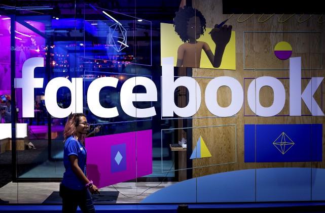 Le géant des réseaux sociaux ajoute 3000 personnes... (AP, Noah Berger)