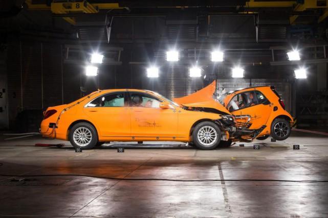 Mercedes-Benz fait l'essai d'un système de radiographie pouvant... (PHOTO MOTOR TREND)