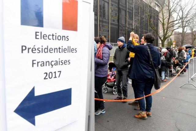 Plusieurs Français ont dû patienter de deux à... (PHOTO BERNARD BRAULT, LA PRESSE)