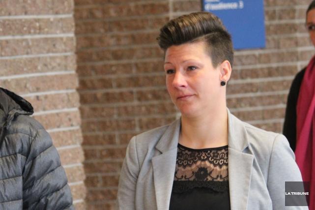 La policière Caroline Landry a obtenu une absolution... (La Tribune, René-Charles Quirion)