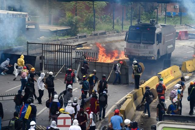 La police et la garde nationale militarisée, appuyées... (Photo Juan Barreto, Agence France-Presse)