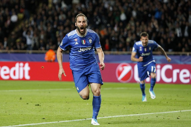 Gonzalo Higuain... (PHOTO Claude Paris, AP)