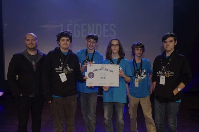 Les élèves de l'école secondaire Roger-Comtois avec leur... (fournie par Ubisoft)