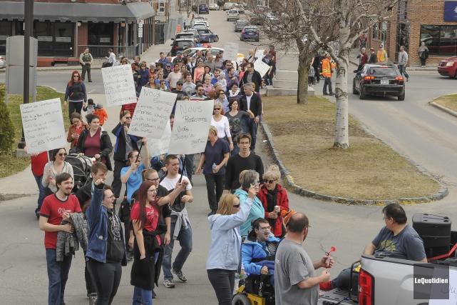 Une marche de solidarité s'est déroulée la semaine... (Archives Le Quotidien, Rocket Lavoie)