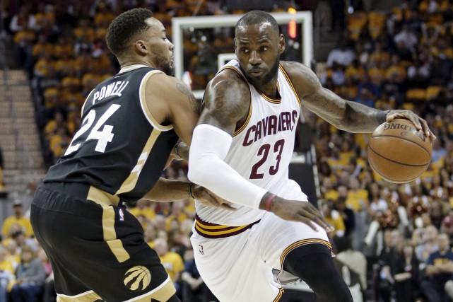 LeBron James a inscrit 39points. Il avait besoin... (AP, Tony Dejak)