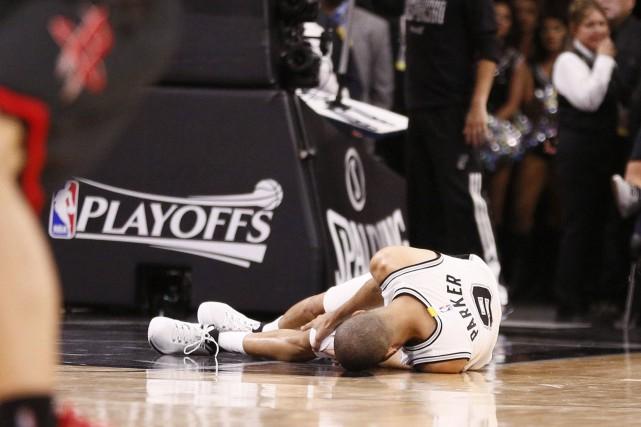 Tony Parker s'est déchiré un tendon du quadriceps... (Photo Soobum Im, USA Today Sports)