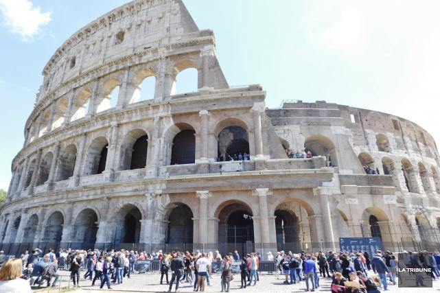 L'immense Colisée, capable d'accueillir des foules de 60... (La Tribune, Gilles Fisette)