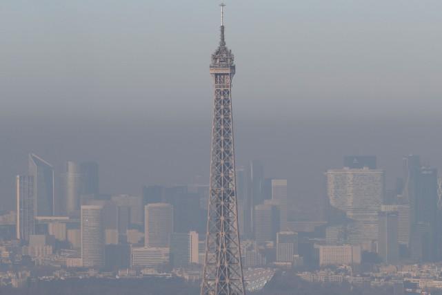 Les Parisiens en prennent encore «plein les bronches»... (AFP)