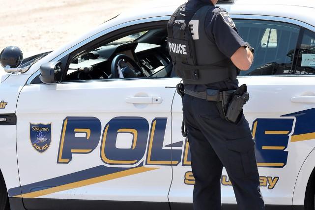 Deux hommes ont été arrêtés pour alcool au... (Archives Le Progrès, Rocket Lavoie)