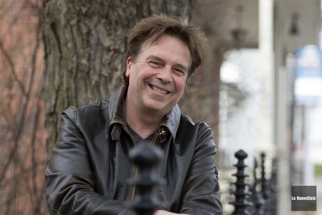 L'auteur trifluvien Michel Châteauneuf sortira en mars prochain... (Stéphane Lessard, Le Nouvelliste)