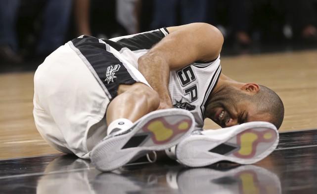 Une image qui a ébranlé les Spurs :... (AP, Jerry Lara)