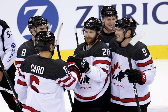 L'équipe canadienne menée par Claude Giroux (28) compte... (AP, Salvatore Di Nolfi)