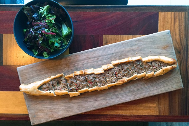 Les pidés, des pizzas turques, figurent désormais au... (Photo fournie par Barbounya/crédit Mayssam Samaha)