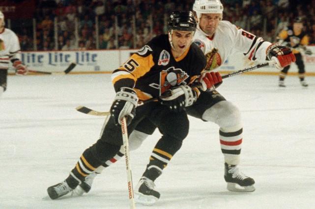 Kevin Stevens avec les Penguins de Pittsburgh lors... (Photo Fred Jewell, archives AP)