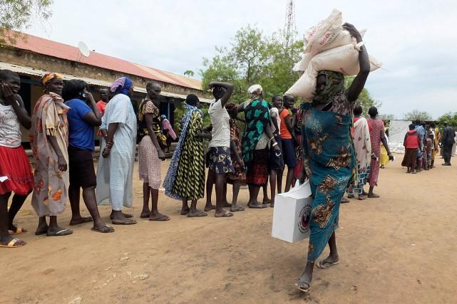 Des femmes soudanaises ont fait la file pour... (Photo Samir Bol, ARCHIVES ASSOCIATED PRESS)