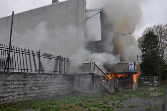 Le feu a pris naissance sous le balcon... (fournie par Marc Robitaille)