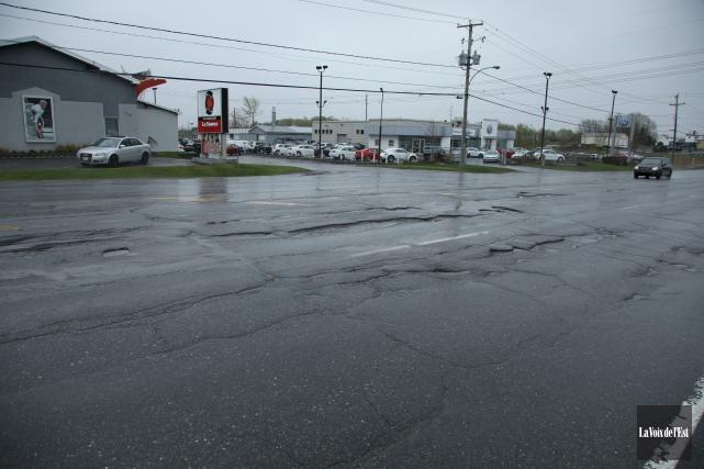 Les automobilistes qui empruntent la route 112, à... (Catherine Trudeau, La Voix de l'Est)