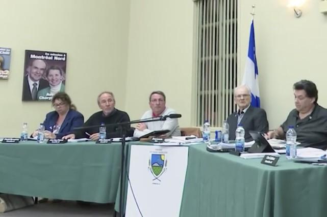 Le conseil municipal de Sainte-Marie-Madeleine... (capture d'écran tirée de Cogecotv Saint-Hyacinthe)