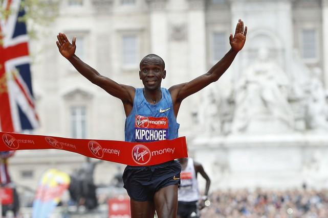 Considéré comme étant le meilleur marathonien au monde,... (Associated Press)