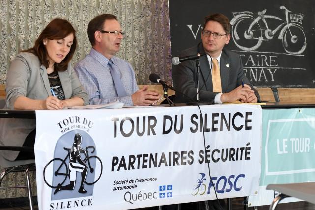 Sylvain Gaudreault (à droite) est le président d'honneur... (Le Progrès, Rocket Lavoie)