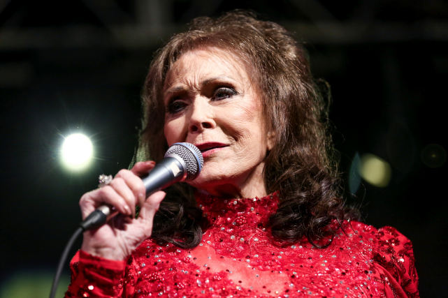 Loretta Lynn sur scène en mars dernier, au... (AP, Rich Fury/Invision)