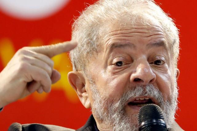 L'ancien président Luiz Inacio Lula da Silvadoit être... (Photo Leonardo Benassatto, REUTERS)