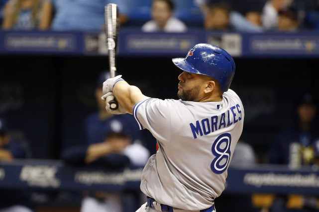 Kendrys Morales a cogné deux circuits vendredi soir... (USA Today Sports)
