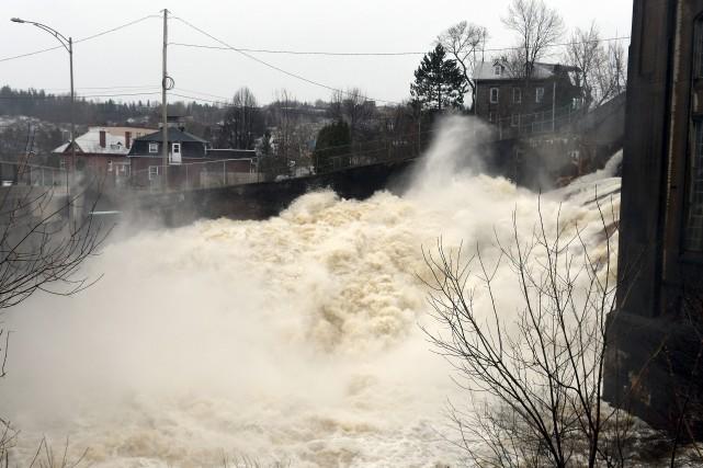 Le débit de la rivière Chicoutimi, à la... (Le Progrès, Rocket Lavoie)