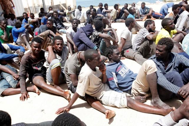Vendredi, une vingtaine d'opérations de secours avaient permis... (Photo Ismail Zitouny, REUTERS)