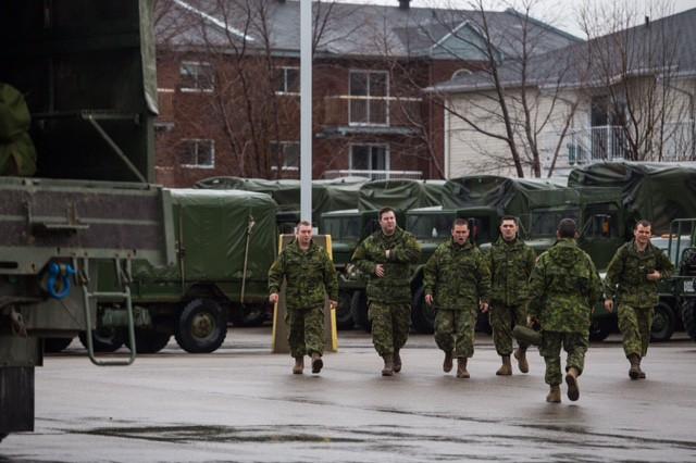 Des troupes de l'armée sont arrivées à Shawinigan... (Olivier Croteau)