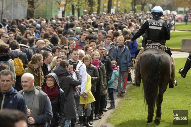 Des milliers d'électeurs ont fait la file sous... (PHOTO BERNARD BRAULT, LA PRESSE)