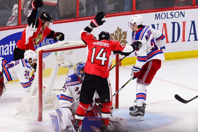 Le but gagnant de Kyle Turris (7)... (photo Sean Kilpatrick, La Presse canadienne)