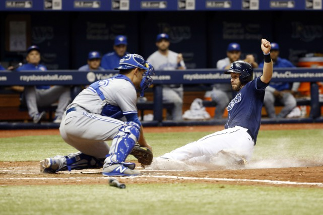Evan Longoria glisse au marbre.... (Photo Kim Klement, USA TODAY Sports)