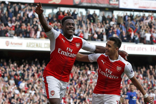Danny Welbeck (à gauche) célèbre son but contre... (PHOTO IAN KINGTON, AGENCE FRANCE PRESSE)