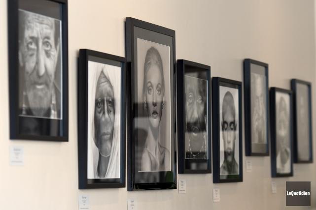 Près d'une vingtaine d'oeuvres sont présentement exposées à... (Photo Le Quotidien, Rocket Lavoie)