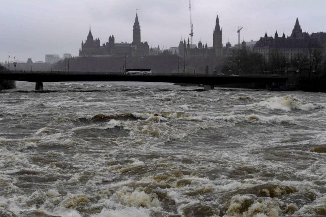 Les principaux secteurs inondés du côté ottavien sont... (La Presse canadienne)