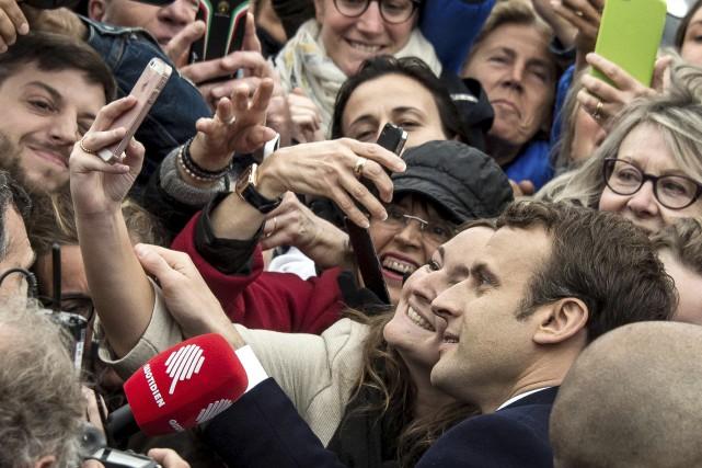 Emmanuel Macron (photo) et Justin Trudeau incarnent «l'émergence... (Agence France-Presse)