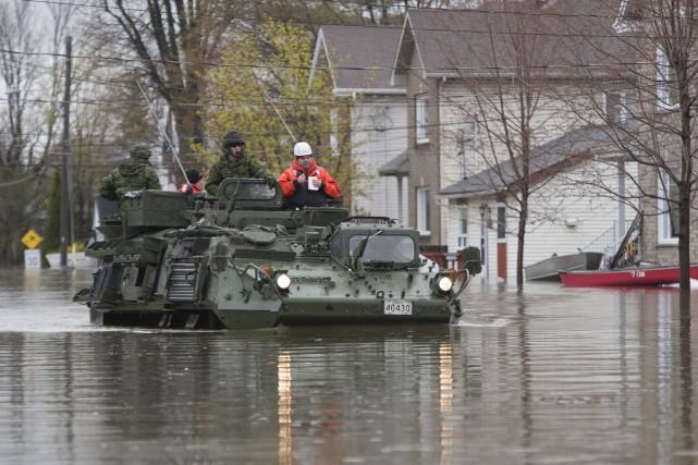 En attendant une amélioration de la situation, l'armée... (La Presse canadienne, Adrian Wyld)