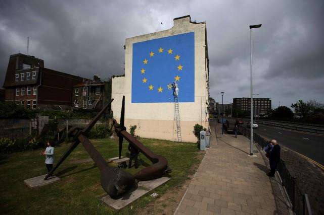 L'artiste de rue britannique Banksy a réalisé sa première fresque inspirée par... (PHOTO AFP)