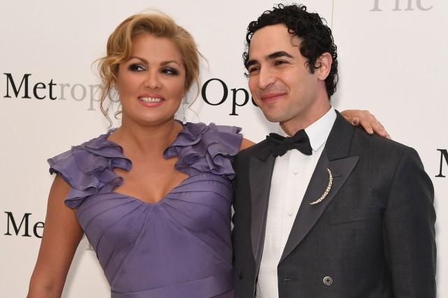 La chanteuse d'opéra Anna Netrebko et le designer... (PHOTO AFP)