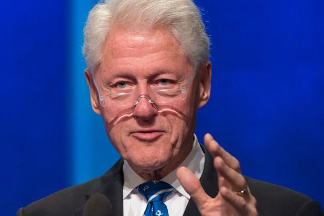 Bill Clinton a écrit un roman avec l'écrivain à succès James Patterson, autour... (PHOTO ARCHIVES AFP)