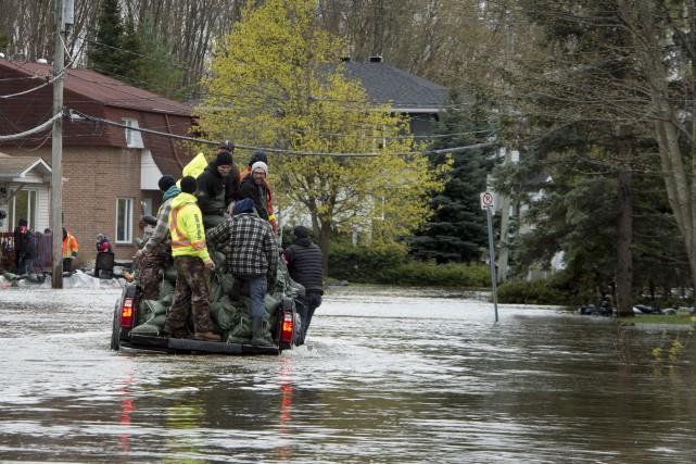 Le niveau d'eau a officiellement surpassé celui de... (Martin Roy, Le Droit)