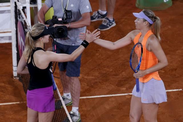 Eugenie Bouchard (à gauche) et Maria Sharapova ne... (AP, Francisco Seco)