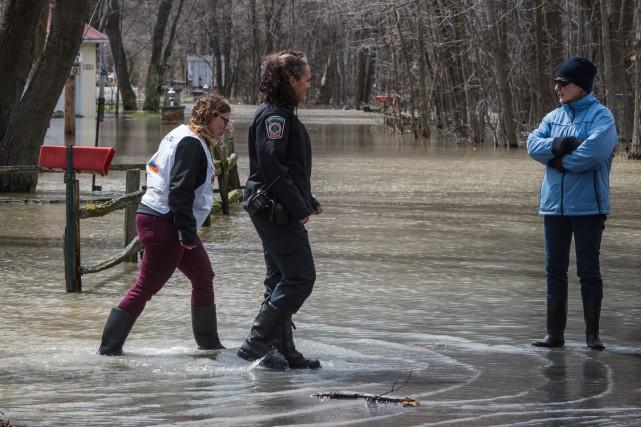 Le niveau du fleuve Saint-Laurent se maintenait à... (François Gervais, Le Nouvelliste)