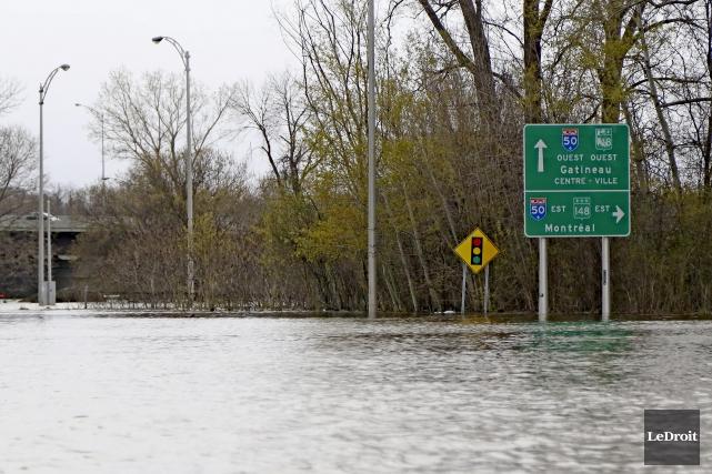 L'autoroute 50 est partiellement rouverte à la circulation,... (Patrick Woodbury, Le Droit)