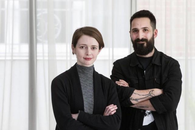 Emily St. John Mandel et Stéphane Larue sont... (Photo Robert Skinner, La Presse)