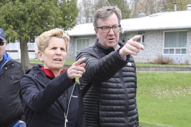 Le maire d'Ottawa, Jim Watson a accompagnée la... (Patrick Woodbury, Le Droit)