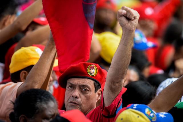 Un partisan du président vénézuélien lors d'un rassemblement... (PHOTO AFP)
