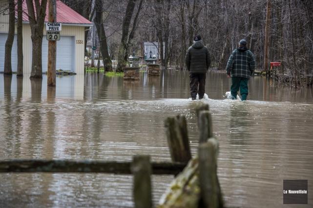 À Trois-Rivières, le niveau du fleuve est en... (François Gervais, Le Nouvelliste)