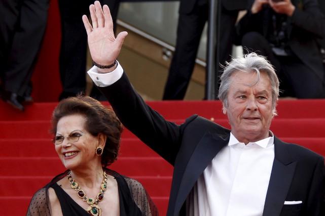 Claudia Cardinale accompagnait Alain Delon sur le tapis... (AFP, François Guillot)